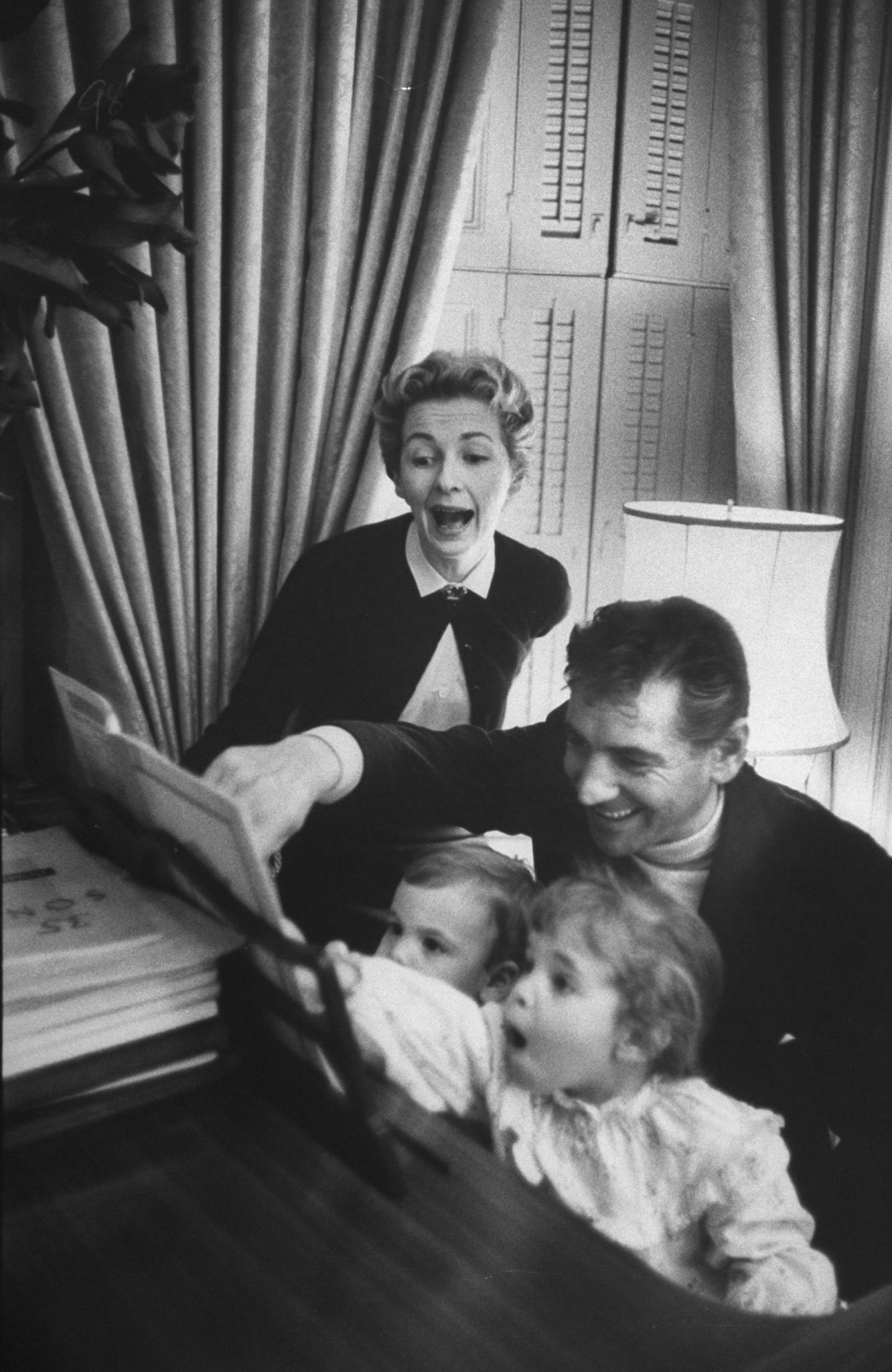 Resultado de imagen para Leonard Bernstein y su esposa