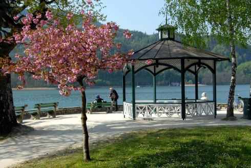 Pörtschach y el plácido lago Wörth, donde vieron la luz los primeros bosquejos del Concierto para piano No. 2 de Brahms.